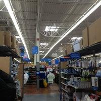 Das Foto wurde bei Walmart Supercenter von Genesis S. am 2/26/2013 aufgenommen
