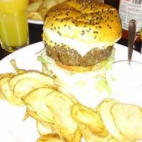 Foto tirada no(a) Burger's Club por LEONARDO HENRIQUE M. em 7/21/2013