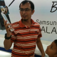 Photo taken at Samsung mobile by Ahsani T. on 4/6/2013