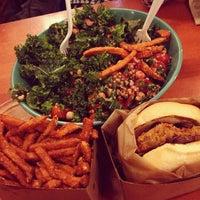 Foto tomada en Whole Foods Market por Edward F. el 12/27/2012