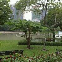 9/16/2012 tarihinde Tsuyoshi I.ziyaretçi tarafından Benchasiri Park'de çekilen fotoğraf