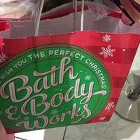 Photo taken at Bath & Body Works by Nina B. on 11/26/2016