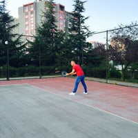 Photo taken at Mimoza Tenis Kortu by EemmrE dalgıçÇ on 9/10/2016