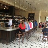 7/21/2013 tarihinde Kaitlinziyaretçi tarafından Coquette Brasserie'de çekilen fotoğraf