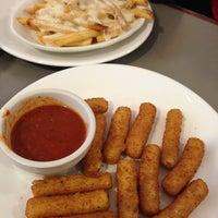 Foto tirada no(a) Crosstown Diner por Jay C. em 12/23/2012