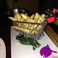 Foto tomada en Porfirio's Restaurant por Lydia G. el 1/5/2013