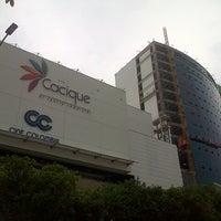 Foto tomada en Centro Comercial Cacique por Carlos E. el 4/14/2013