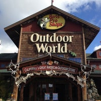 Photo taken at Bass Pro Shops Outdoor World by Daniel D. on 11/9/2012