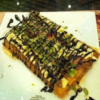 2/24/2013 tarihinde Çağla B.ziyaretçi tarafından Palace Cafe Restaurant & Bowling'de çekilen fotoğraf
