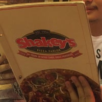 Photo taken at Shakey's by Jevdrexler on 4/13/2016