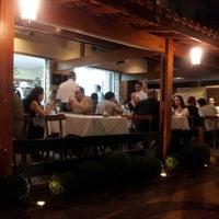 Das Foto wurde bei Pizza & Pizzas von Fernanda C. am 4/6/2014 aufgenommen