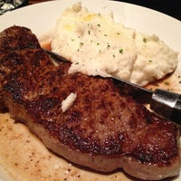 Photo taken at LongHorn Steakhouse by Supisara C. on 12/31/2012