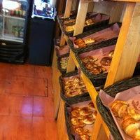 Foto tomada en Panaderia La Victoria por Jesus T. el 10/28/2012