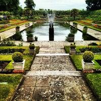 Foto tirada no(a) Kensington Gardens por Afnan em 6/17/2013