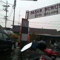Photo taken at Pasar Burung Kota Malang by Alendra D. on 11/12/2013
