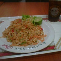 Photo taken at Sumpit (Rice & Noodle) by Tary C. on 2/23/2013