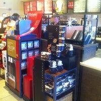 Foto tomada en Starbucks por Rick M. el 12/10/2012
