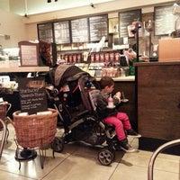 Foto tomada en Starbucks por Rick M. el 4/27/2013