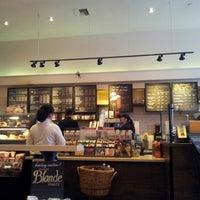 Foto tomada en Starbucks por Rick M. el 11/2/2012