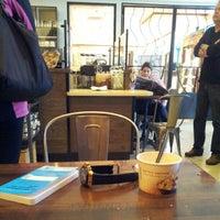 Foto tomada en Starbucks por Rick M. el 11/1/2012