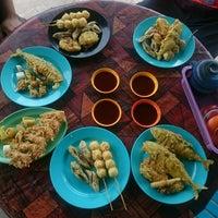 Photo taken at Kemaruk Sea Food by Aliff N. on 2/28/2017