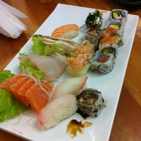 Foto tirada no(a) Flying Sushi por Gabriela M. em 10/7/2012