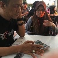 Photo taken at Juara Seafood by Nadhirah on 6/11/2017
