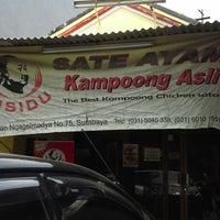 Photo taken at Sate Ayam Lisidu by Isminila S. on 2/12/2014