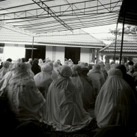 Photo taken at Masjid Ash Shiddiq by Isminila S. on 10/14/2013