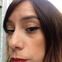 Foto tomada en Benefit Cosmetics por Elis F. el 9/19/2014