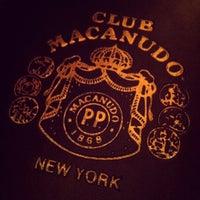 Foto tomada en Club Macanudo por Jo C. el 4/16/2013