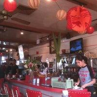 Das Foto wurde bei East-West Grille von Nate T. am 11/10/2012 aufgenommen