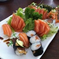 Foto tirada no(a) Sakae Sushi por Fernanda P. em 11/10/2012