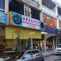 Photo taken at Restoran Sim Hua Bak Kut Teh by Jason H. on 12/14/2012