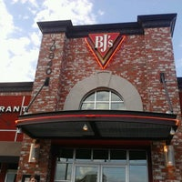 Photo taken at BJ's Restaurant and Brewhouse by Julian B. on 3/31/2013