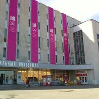 รูปภาพถ่ายที่ ЦУМ โดย Dmitry S. เมื่อ 4/29/2013