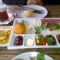 2/27/2013 tarihinde Sitem A.ziyaretçi tarafından Sehil Cafe'de çekilen fotoğraf