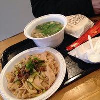 1/31/2015 tarihinde Kailai X.ziyaretçi tarafından Xi'an Famous Foods'de çekilen fotoğraf