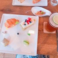 Photo taken at 樂緹波兒 La petite tarte by Julia H. on 6/16/2016