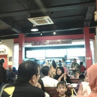 รูปภาพถ่ายที่ KFC โดย Sayuti S. เมื่อ 7/24/2013