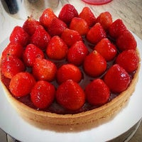 Photo taken at Bisou Boulangerie et Patisserie by Ruby F. on 4/20/2015