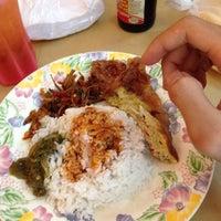 Photo taken at Restoran Causeway Nasi Padang Ina by Izwan on 1/11/2015