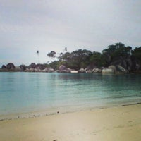 Das Foto wurde bei Tanjung Tinggi Beach von dhanang widiyanto am 8/1/2013 aufgenommen