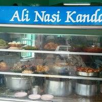 Photo taken at Restoran Nasi Kandar Ali by Abdul Muiz B. on 9/6/2016