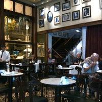 รูปภาพถ่ายที่ Café de los Angelitos โดย Enis G. เมื่อ 3/23/2013