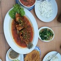 Photo taken at Restoran Ilham Tomyam by Syerrah M. on 6/4/2016