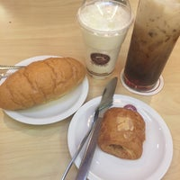 Photo taken at Gateaux House by Khunpuii . on 12/20/2016