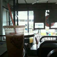 Photo taken at J.Co Donuts & Coffee by R. Trianisa T. on 9/21/2016