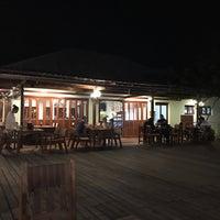 Photo taken at Maikaew Damnoen Resort | Ratchaburi by วาฬ ช. on 2/12/2017