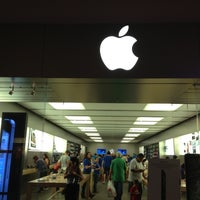 Photo taken at Apple Houston Galleria by Manoj K. on 10/14/2012